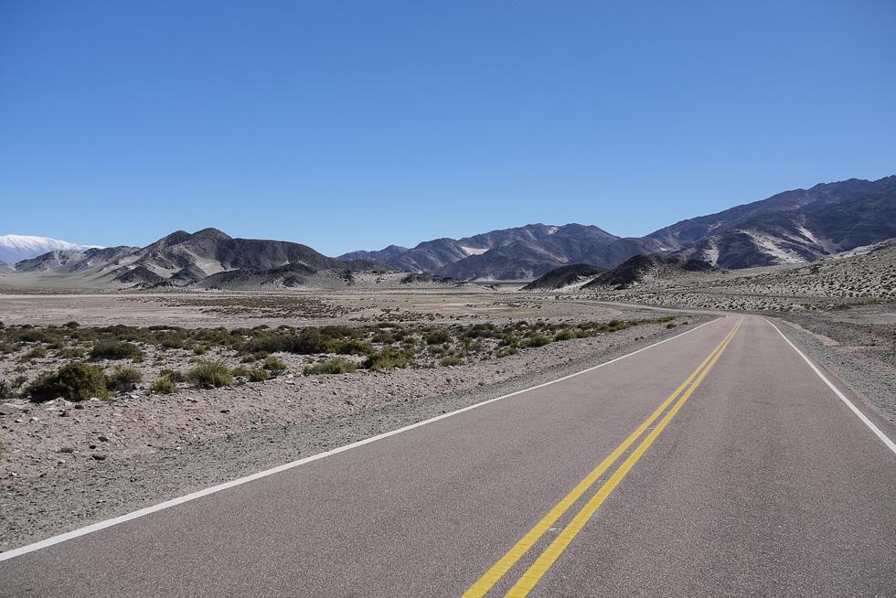 Этой дороги нет ни на одной иностранной карте Аргентины. Есть на картах проекта MAPEAR -- бесплатные аргентинские карты южной Америки.