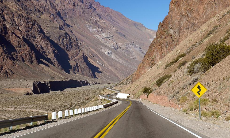 Извилистая дорога в Андах