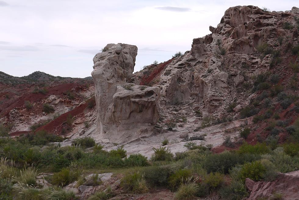 Вода и ветер делают с мягким камнем что им вздумается