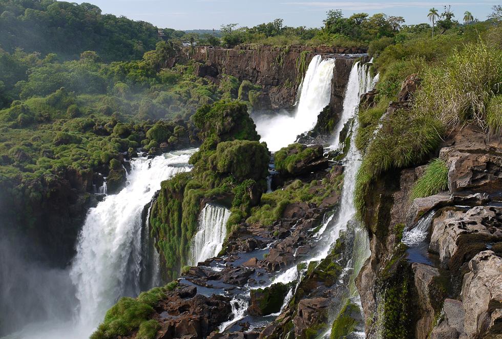 Игуасу (Iguazu).