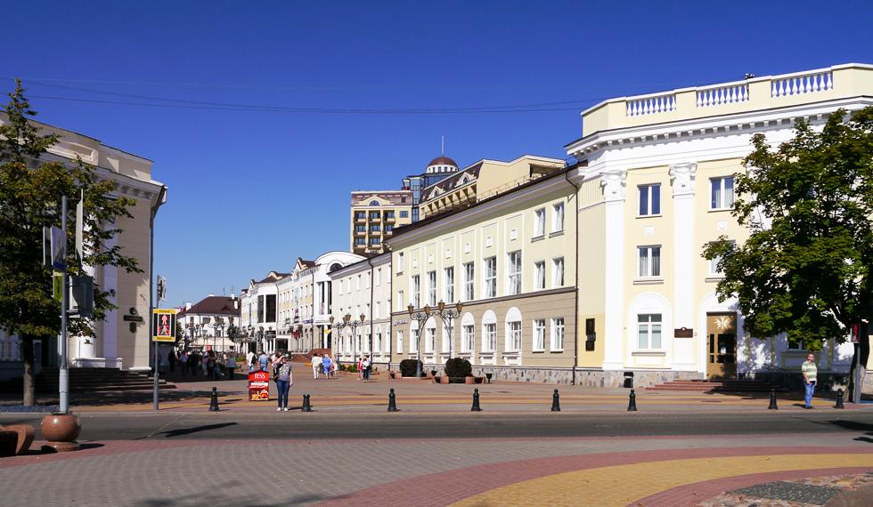 Площадь на пересечении с бульваром Гоголя
