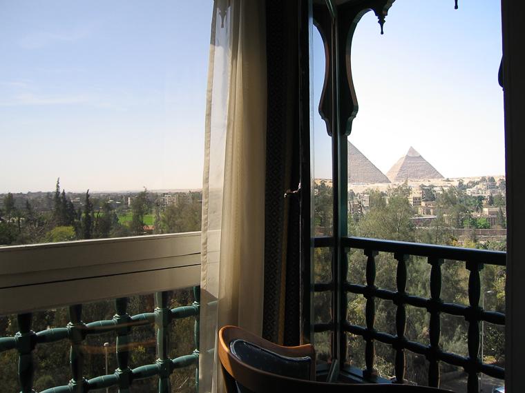 Каир. Вид из окна гостиницы на пирамиды