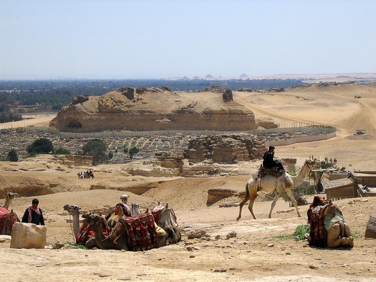Каир. От пирамид открывается захватывающий вид на другие пирамиды, которые немного старше