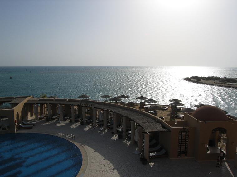Эль Гуна. Вид с балкона гостиничного номера на море и пляж
