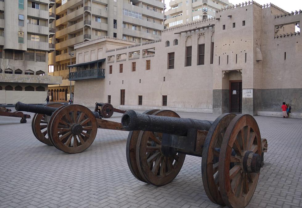 Пушки у крепости