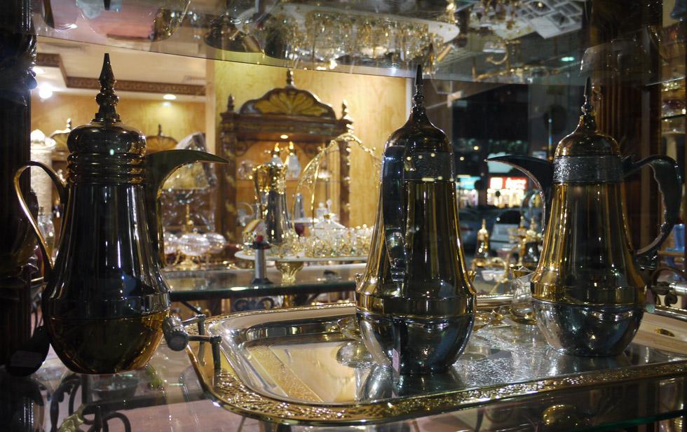 Лавка с чайниками в Абу-Даби