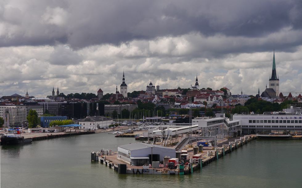 Вид на старый город с парома