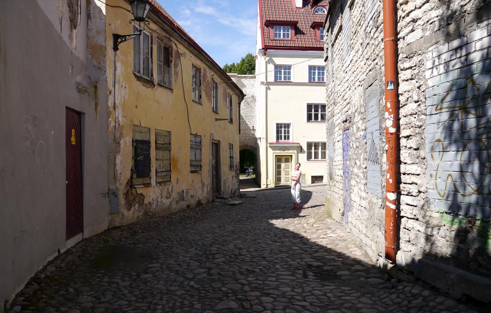 Улица Aida, выход на небольшую площадь