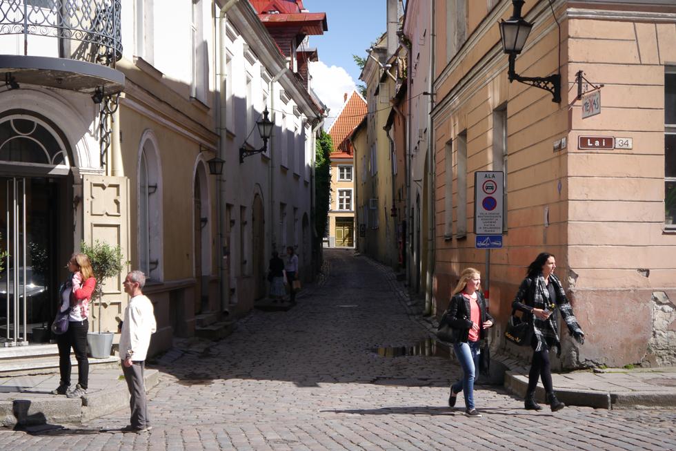 Тёмная и сырая улица Vaimu
