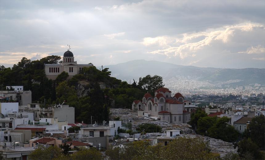 Вид с Акрополя на обсерваторию и город.