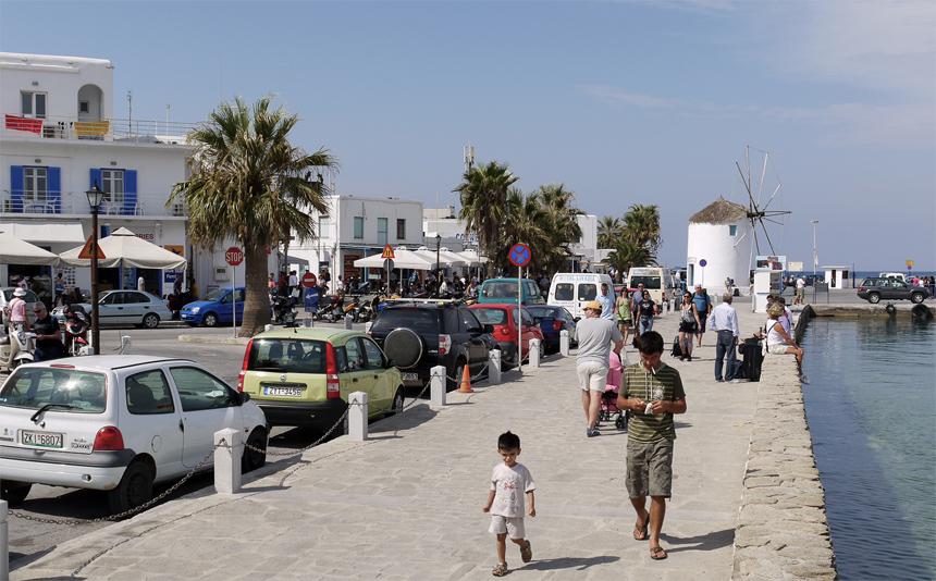 Порт на острове Парос.