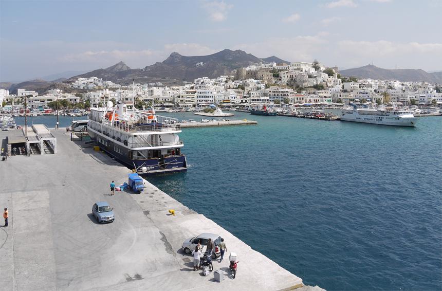 Порт на острове Наксос.