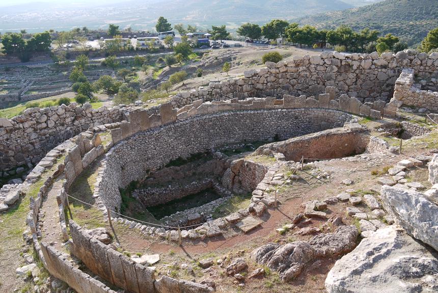 Развалины Микенской крепости. Именно эта развалина - гробница царей.