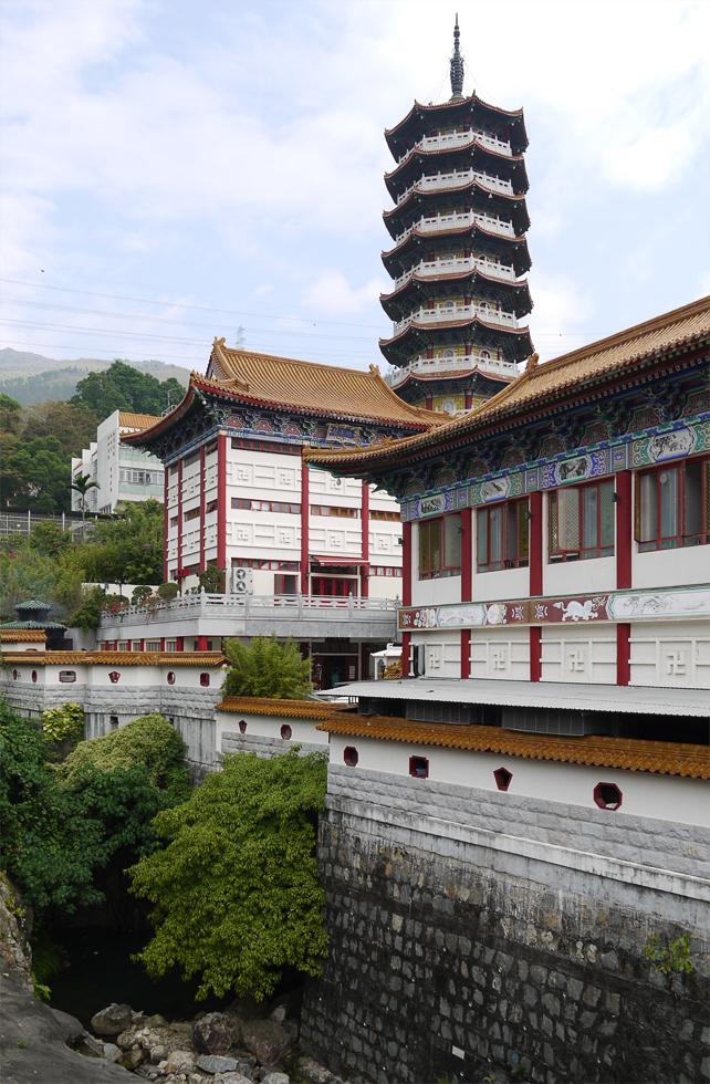 Башня и стены монастыря