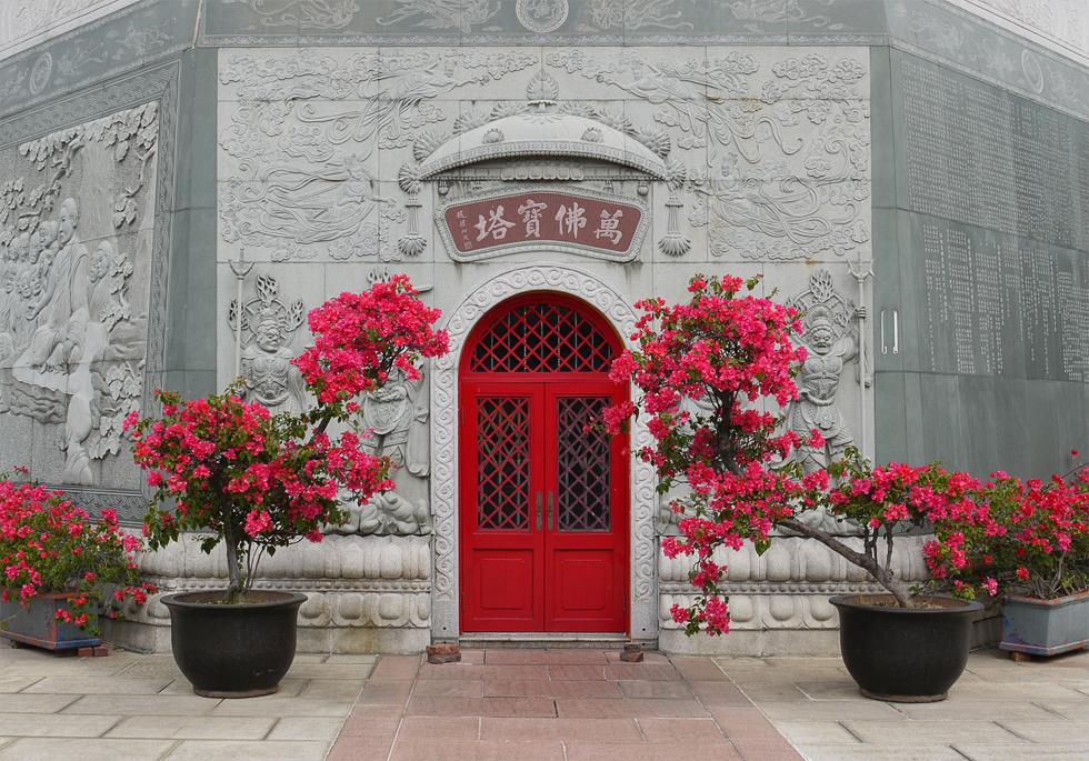Дверь в храме