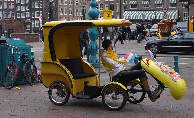 Велотакси в Амстердаме.