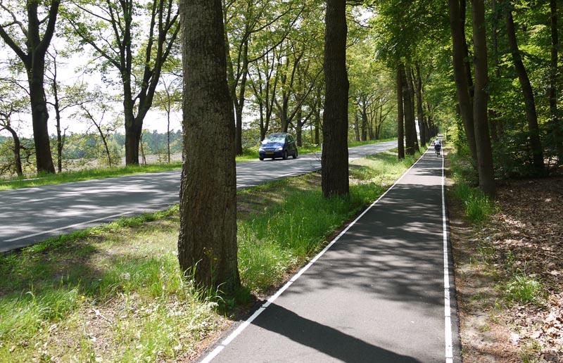 Отедельная велополоса в Голландии.
