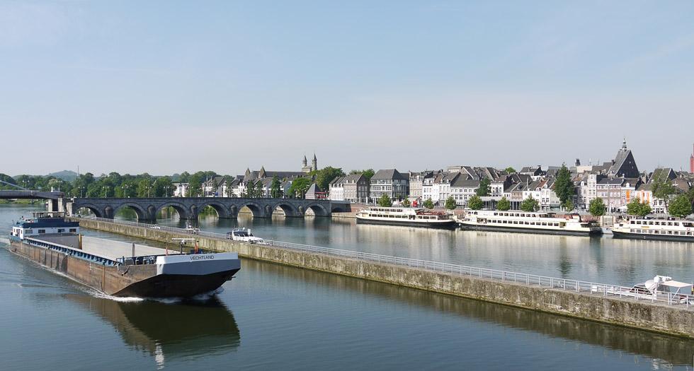 Маастрихт, вид с моста через реку Маас