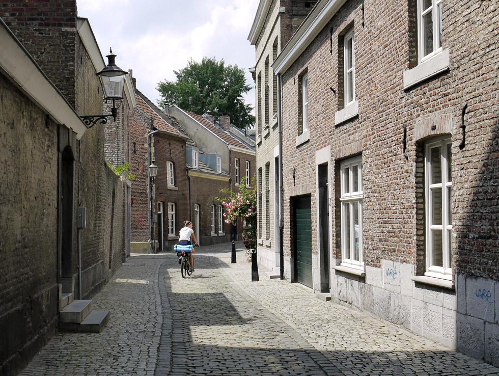 Маастрихт, средневековая улочка.