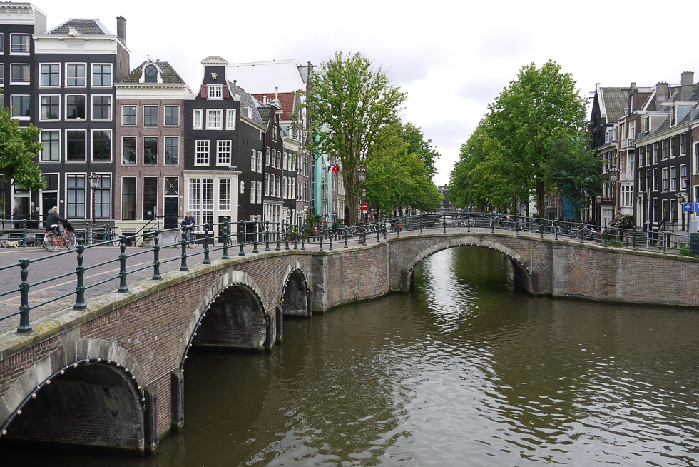 Амстердам, мосты и каналы.