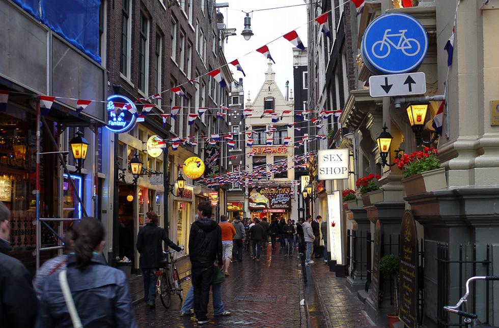 Амстердам, квартал красных фонарей.