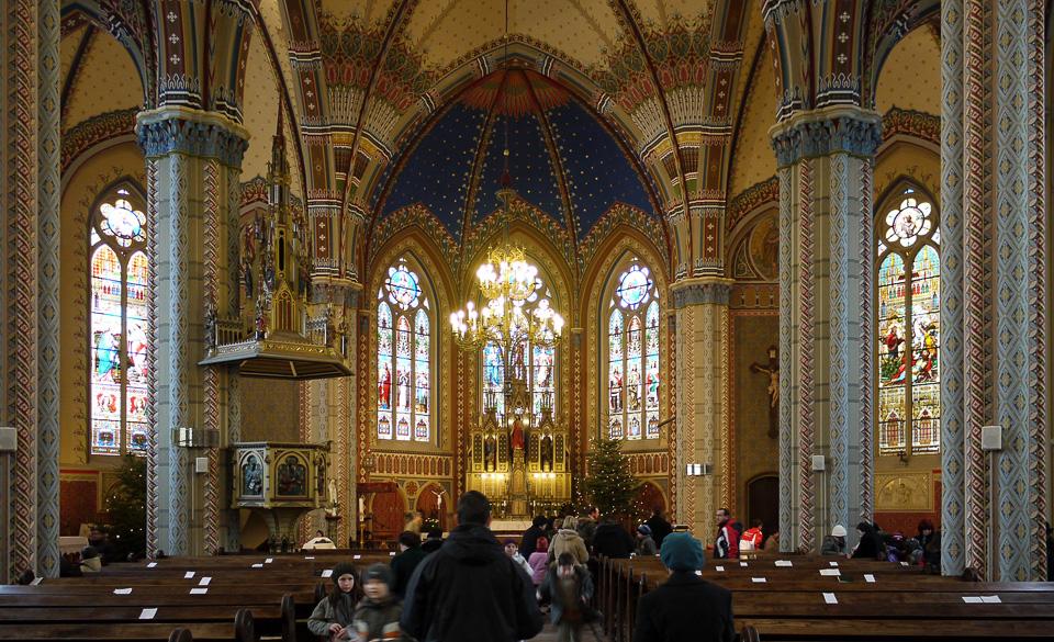 Внутри главной городской церкви оказалась самая необыкновенная роспись из всех, что мы видели.