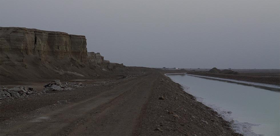 Канал мёртвого моря на рассвете