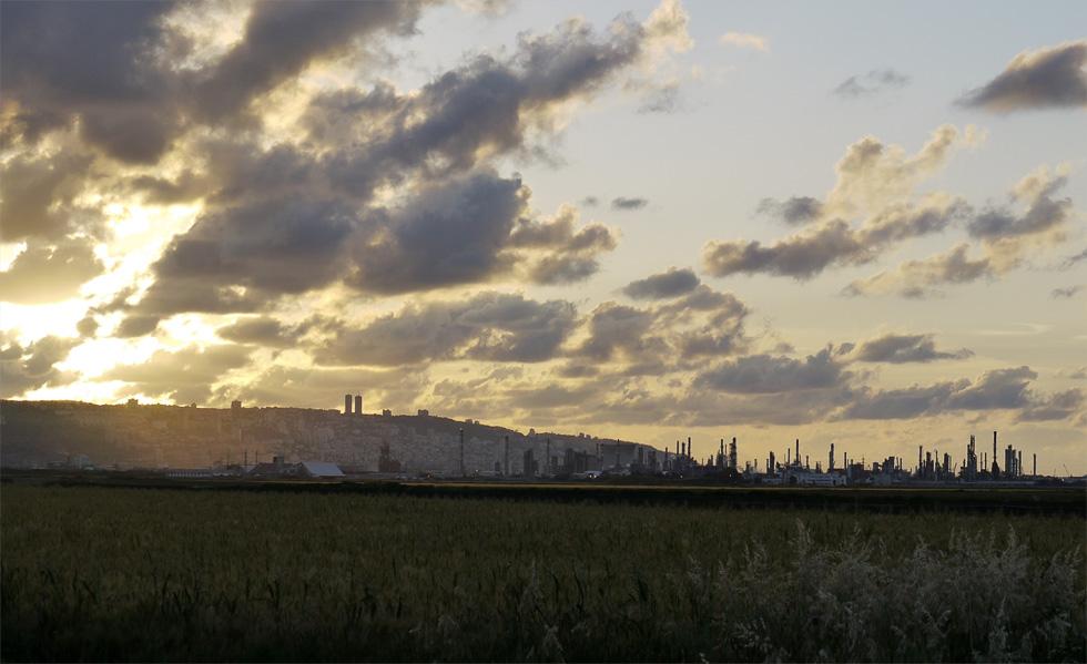 Нефтеперерабатывающее производство в пригороде Хайфы