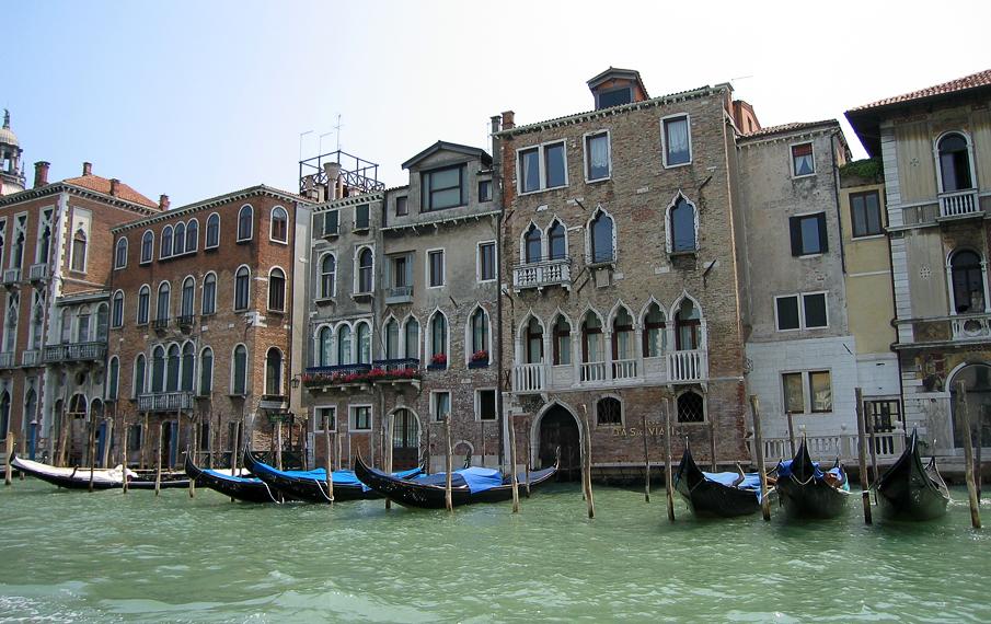 "Паркинг у дома на ""Гранд канале"" в Венеции"