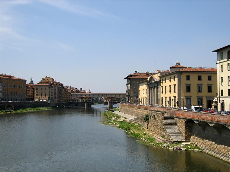 Флоренция. Вид с моста на другой (Золотой) мост и реку