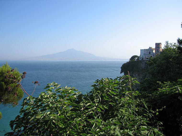 Вид на Везувий из окрестностей Соренто