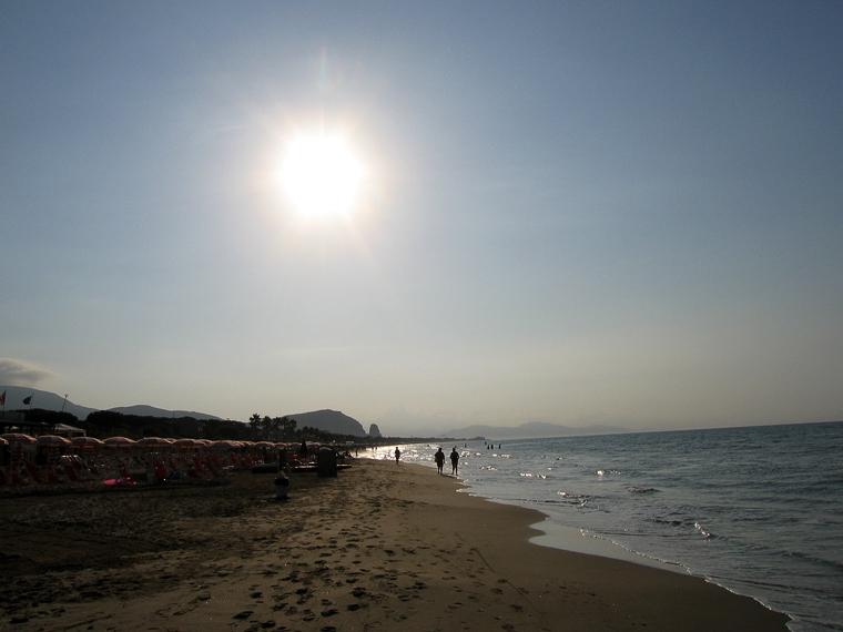 Террачина. Вид на море и город в 7 часов утра