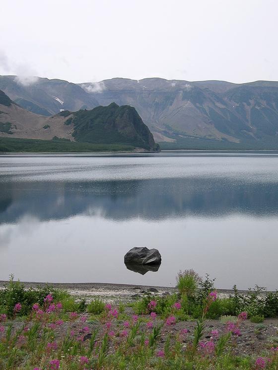Кальдера вулкана Ксудач. Озеро Большое.