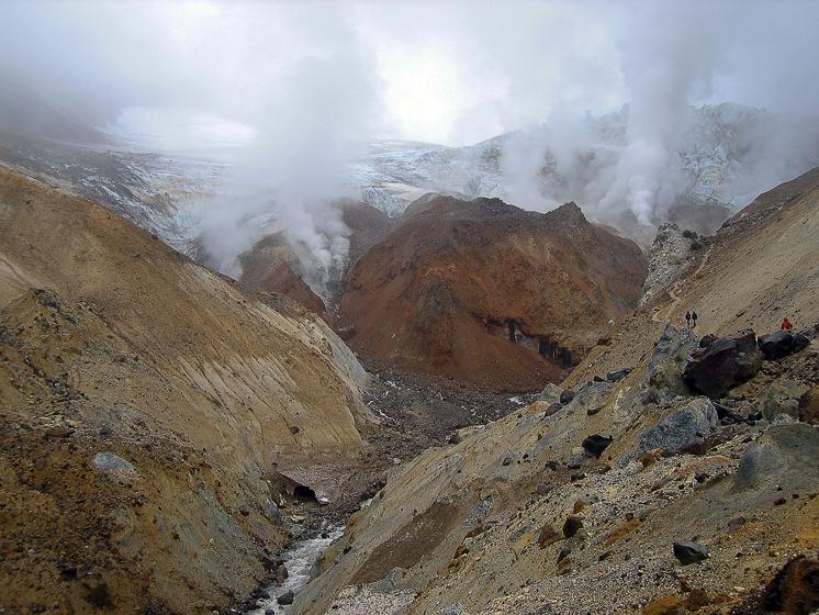 Вулкан Мутновский. Ворота в старый кратер.