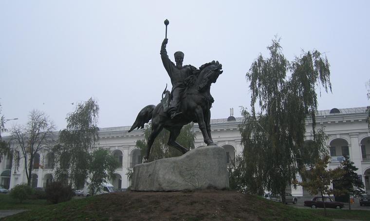 Памятник гетманам Украины на Контрактовой площади
