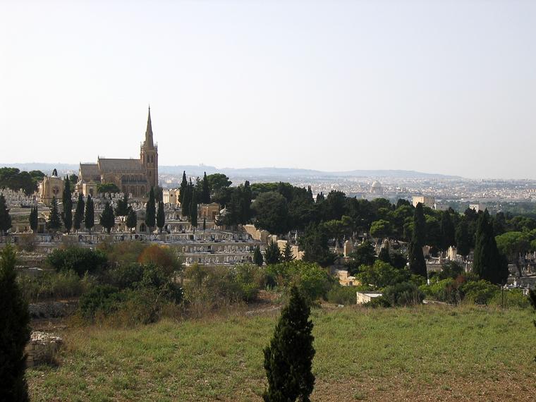 Таршин. Вид на церковь и кладбище
