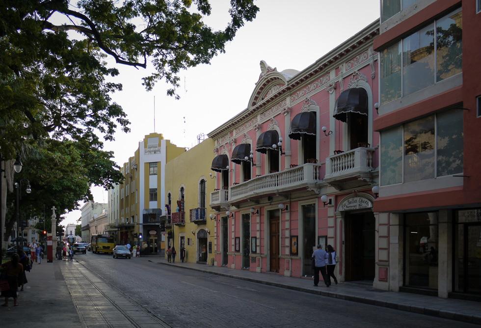 Улица рядом с парком