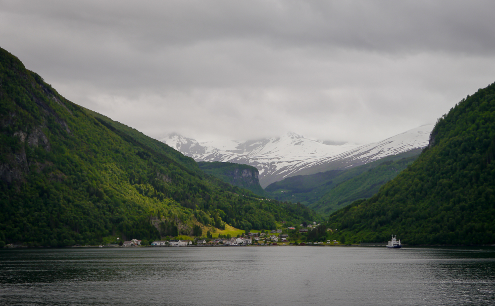 Eidsdal -- Деревня у подножия