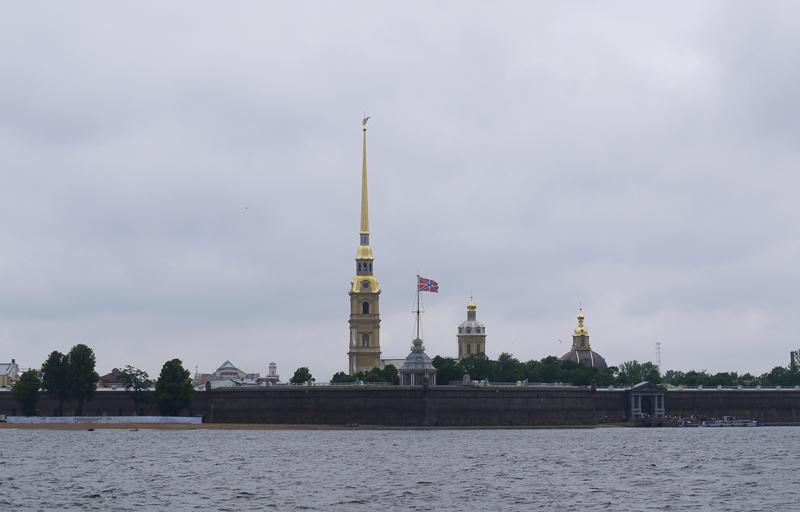 Очертания Петропавловской крепости напоминает трехмачтовый корабль