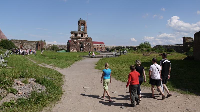 Развалины церкви на территории крепости. Во время Великой Отечественной Войны Орешек очень сильно разбомбили