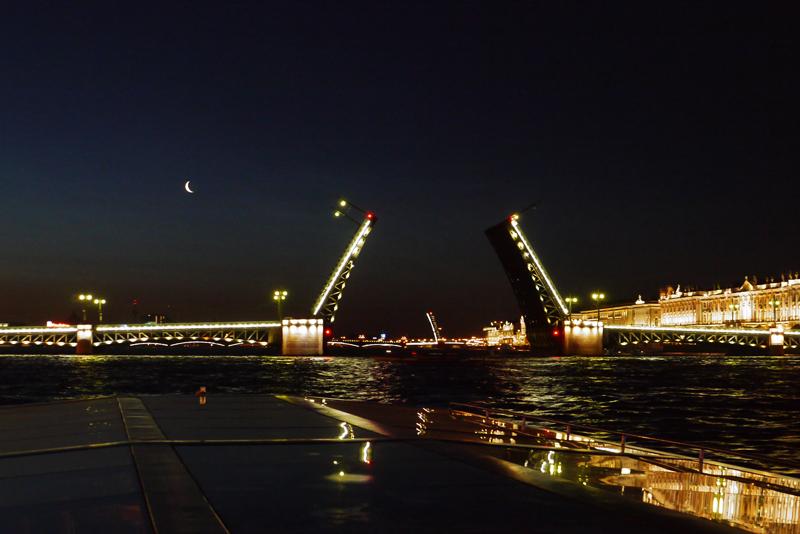 Ночная подсветка города в Питере на 5+!
