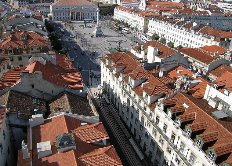 Улица Лиссабона с высоты смотровой башни