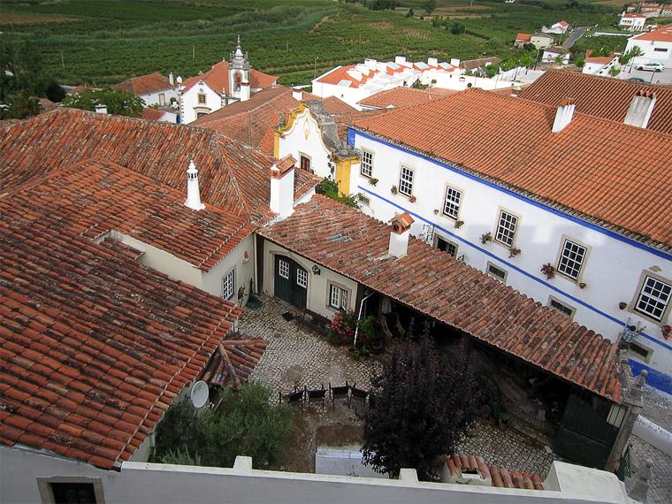 Вид с Обидушской стены на внутренний дворик дома португальца