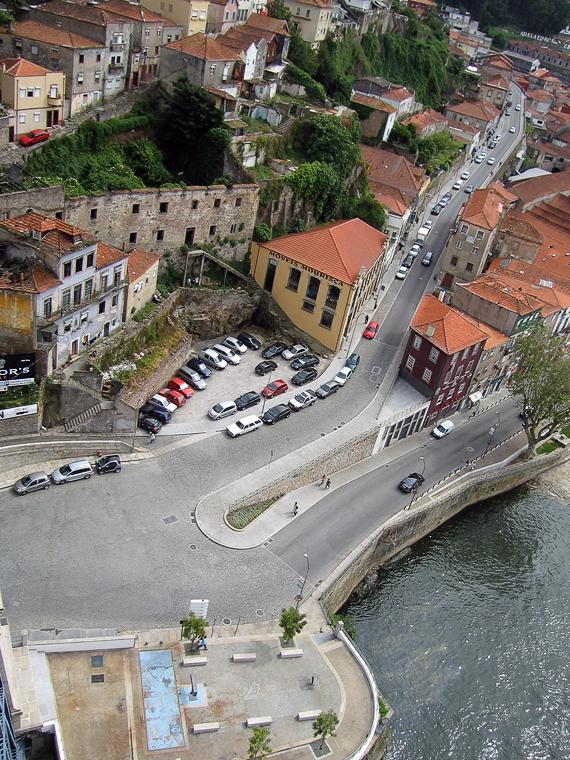 Улица в Порту с высоты моста