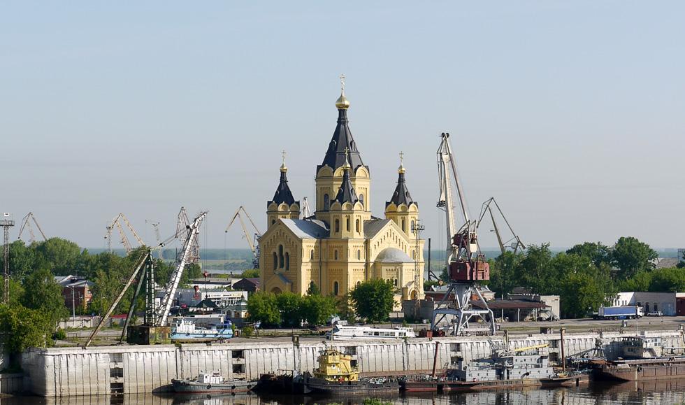 Храм воздвигнут рядом с местом, где ранее проводилась знаменитая нижегородская ярмарка. Теперь здесь порт.