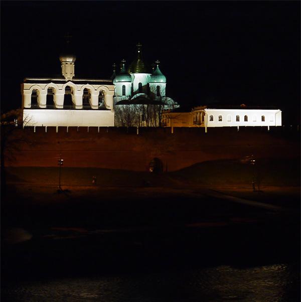Кремль Великого Новгорода вечером.