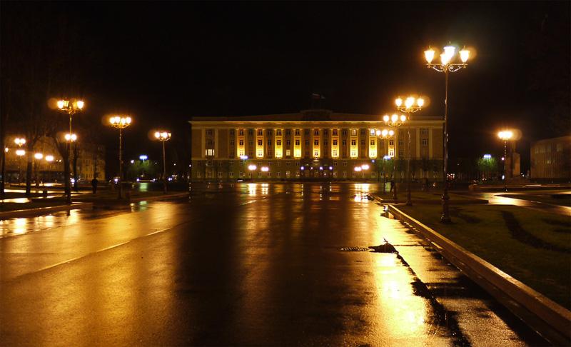 На главной площади Великого Новгорода.