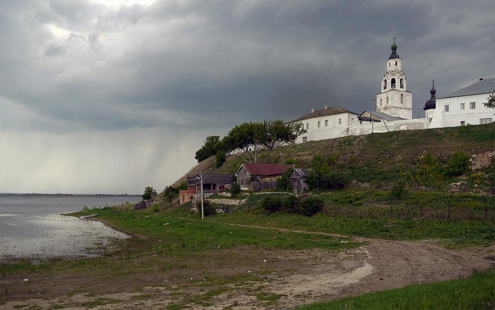 Свияжск сложно назвать городом. Остров можно обойти за 15 минут.