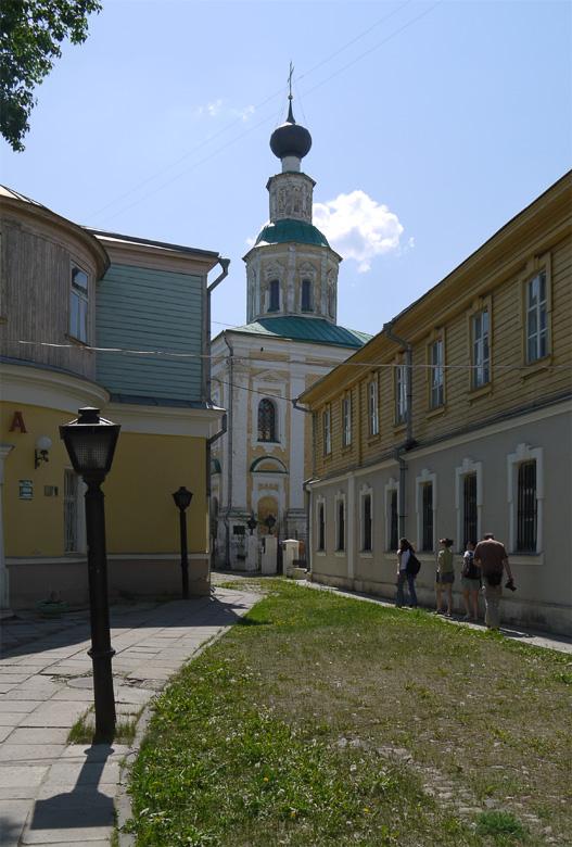 Во Владимире много церквей.