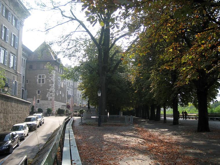Парк в Женеве с непрерывной скамейкой длиной в километр